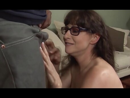 Amateur Slutty Stepmom Hates Painful Sex With Stepson