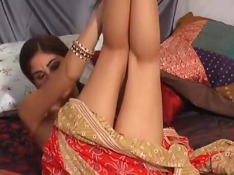 Desi Indian Beauty showing her Body Parts